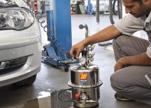 Bremsentleerer von meclube zum Wechsel der Bremsflüssigkeit
